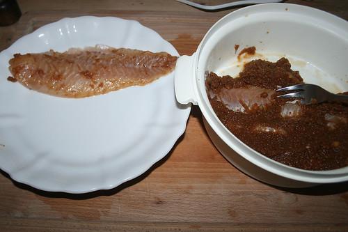 34 - Fisch von Marinade befreien / Remove marinade