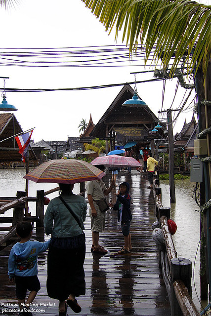 pattaya floating market entrance