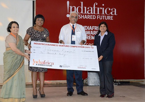 FIRST PLACE WINNER, Pllonam Kumari (FAR RIGHT) RECEIVES HER PRIZE FROM (LEFT) Ms Riva Ganguly Das. TOYOSI AKERELE, CEO RISE AND AMIT SHAHI, CO-FOUNDER theideaworks