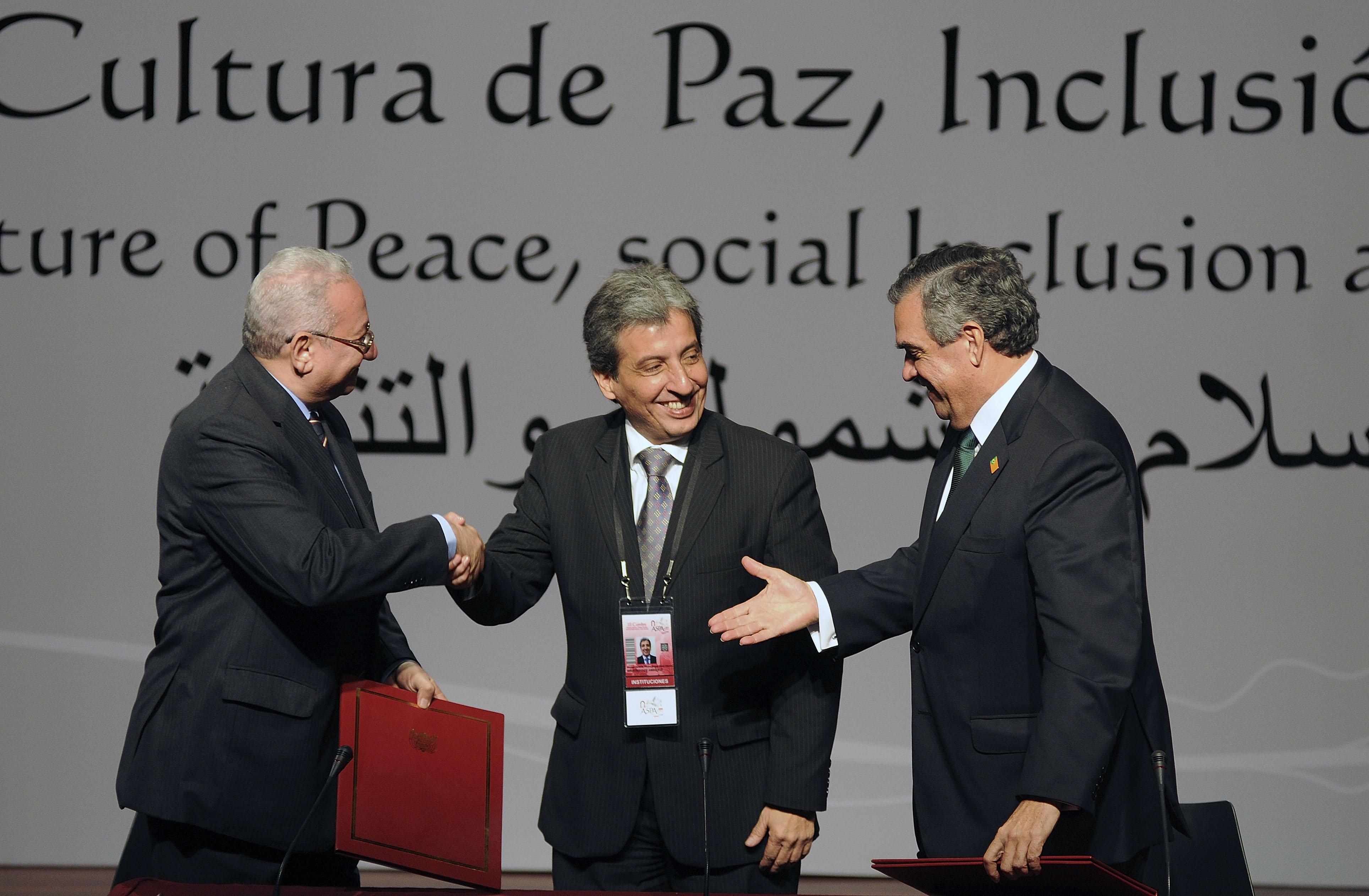Ministerio Del Ambiente Firma Convenios En Aspa 2012 Per