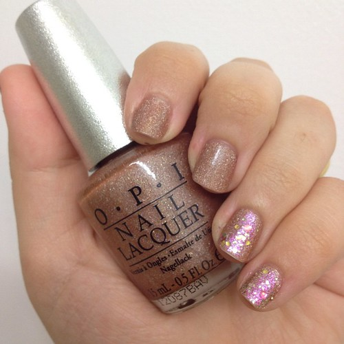 OPI DS Classic with some Rainbow Honey on the accent #nails.