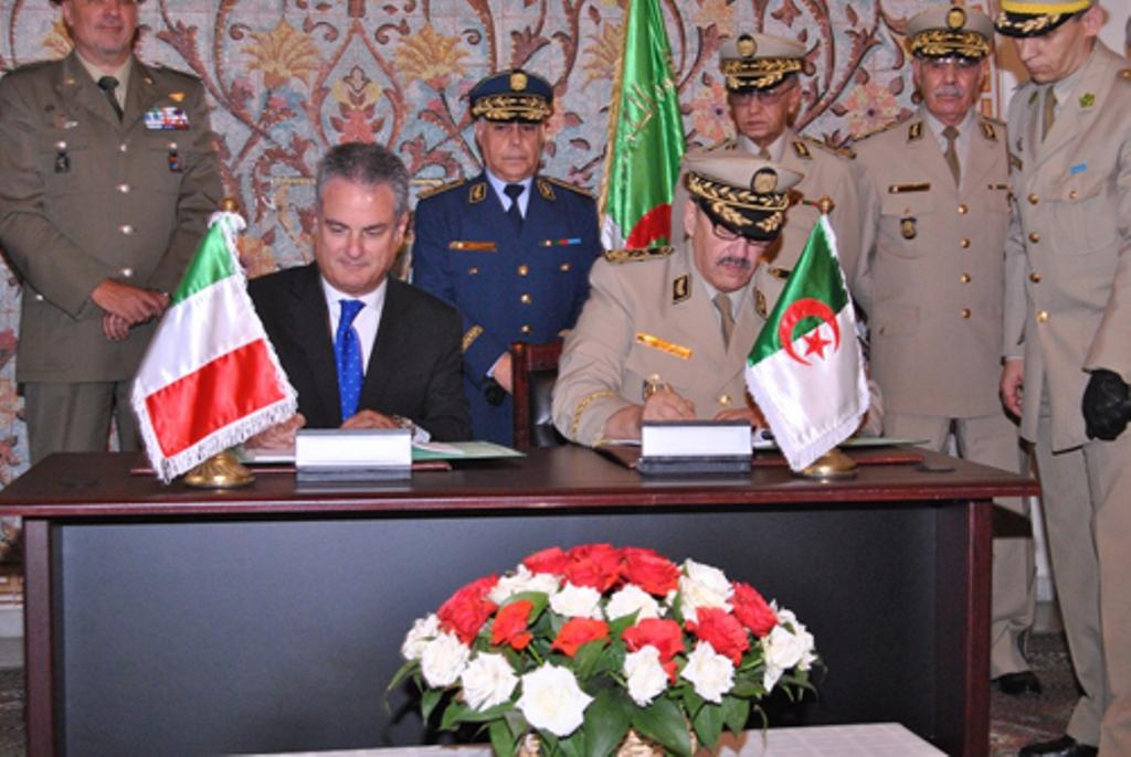 الصناعة العسكرية الجزائرية مروحيات [ AgustaWestland ]  28915990565_91427ec8a5_o