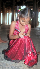 young girl: Shri Ranganathar Swamy Temple, Trichy