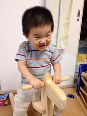 木馬に乗るとらちゃん (2012/9/6)