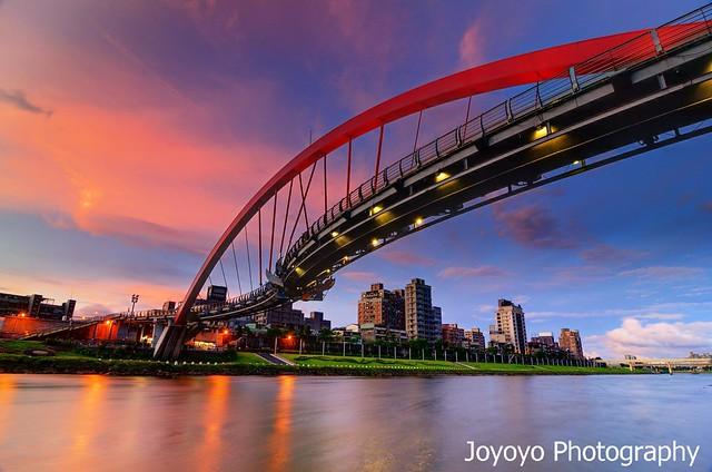 日落火燒雲 松山彩虹橋