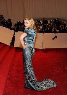 Madonna satin 113513575-419x591
