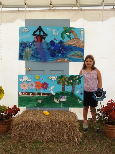 Kids recycled art fair 2012 (7)