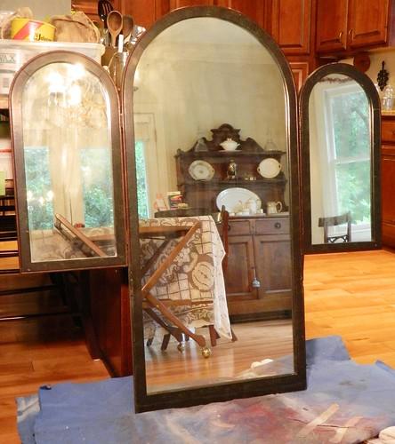 antiqued mirror via homeologymodernvintage.com