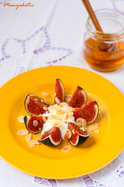 Figs with greek yogurt, honey and almond