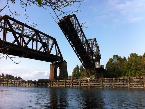 Railway bridge west of Chittenden Locks