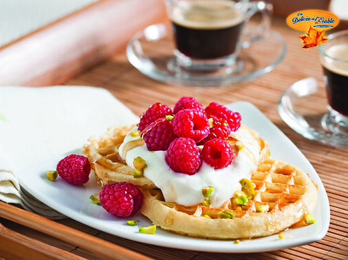 Gaufres aux framboises et sirop d'érable Grand Marnier® / Rasberry Waffles with Maple Syrup Grand Marnier®