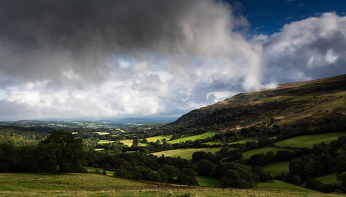 wales landscape breconbeacons fields