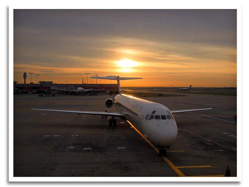 atlanta plane sunrise ga airplane atl jet maddog passenger boeing jetliner mcdonnelldouglas md90 katl hartsfieldjacksonatlantainternationalairport