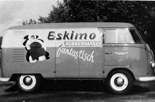 """Volkswagen Transporter bestelwagen 1954 , bedrijf """"Eskimo rubberhakken"""""""