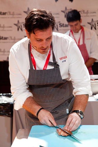 Chef Seamus Mullen slicing the  ibérico secreto