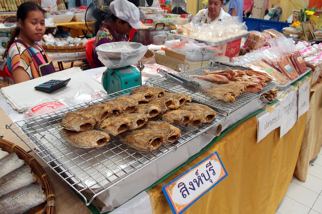Or Tor Kor Market: Fried Fish