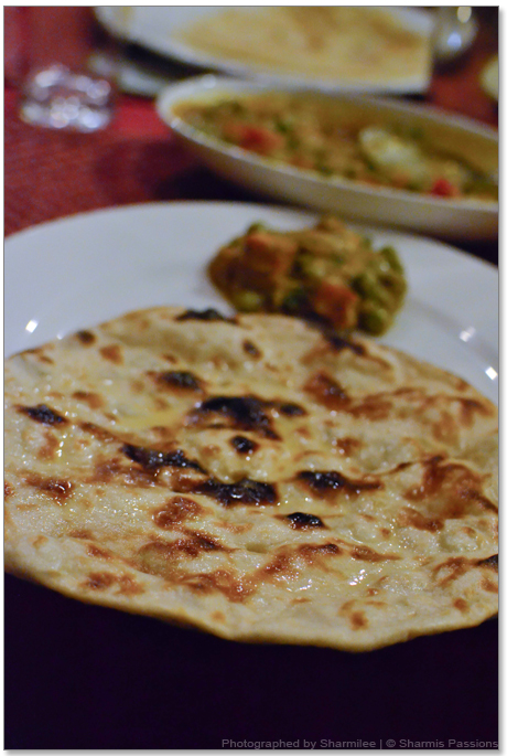 Butter Roti with Mutter Paneer
