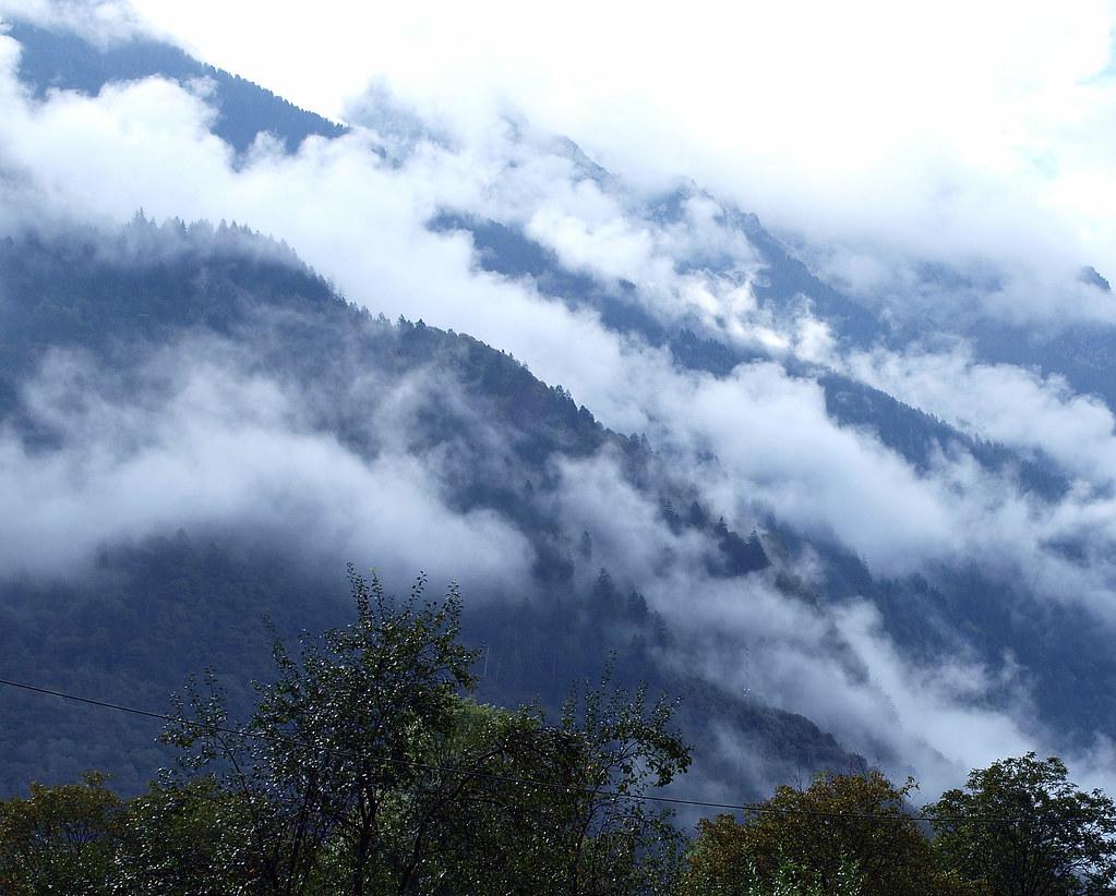 Nebelschwaden im Moesa-Tal