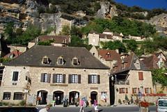 Le village et sa falaise
