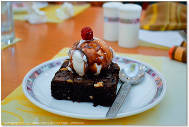 Brownie with Vanilla Icecream