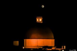 Picture Perfect, Hotel Taj Residency under full moon