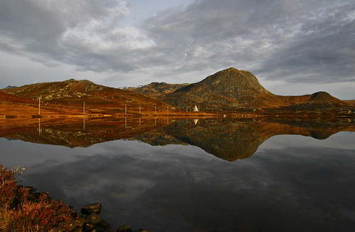 autumn mountains reflection water norway sunrise mirror norge noorwegen valdresflya klaracolor