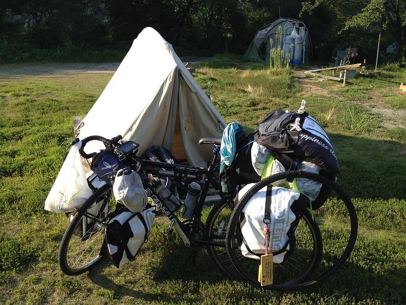 ヨガジィ村のテント
