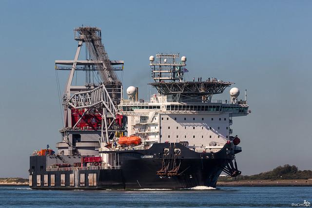 Crane ship Oleg Strashnov