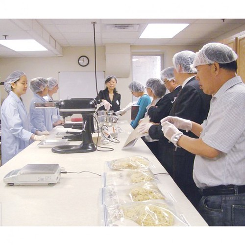 A Chinese delegation observes methods used to prepare noodles with dry bean flour during a reverse trade mission site visit to the University of Nebraska-Lincoln. The Foreign Agricultural Service's (FAS) Agricultural Trade Office (ATO) in Beijing recently partnered with the U.S. dry edible bean industry to launch a program that aims to pack more protein into Chinese diets. (Courtesy University of Nebraska-Lincoln)