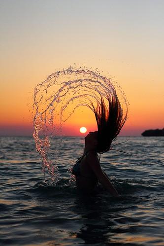 [フリー画像素材] 人物, 女性, 朝焼け・夕焼け, 髪がなびく, シルエット, 人物 - 海, 太陽 ID:201210040800