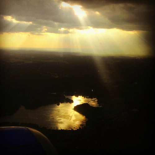 sunset square flying maryland squareformat hefe fromtheair crepuscularrays southwestairlines windowseat baltimoremaryland reflectionsonwater fromwhereisit instagram uploaded:by=instagram foursquare:venue=4a3b08fdf964a52086a01fe3