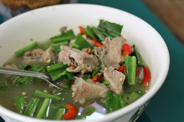 Sour Isan soup with pork ribs (tom saap sekong moo ต้มแซ่บซี่โครงหมู)