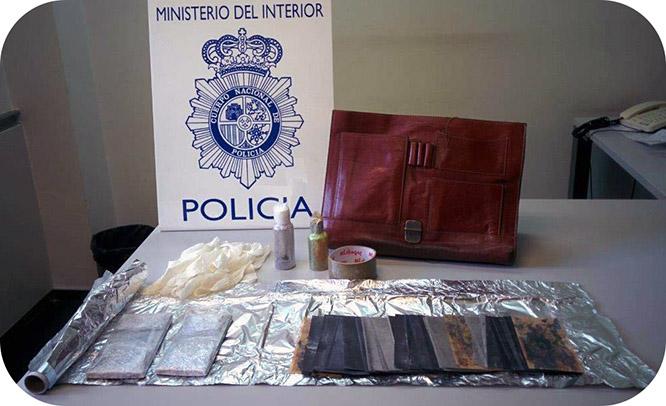 Dos detenidos por perpetrar el timo de los billetes tintados