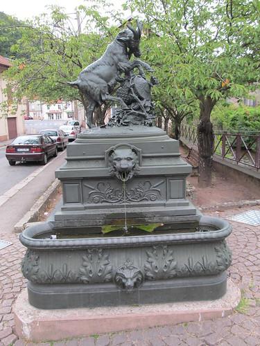 fontaine et monument raon l'etape 095