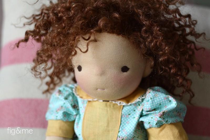 Curly Mina