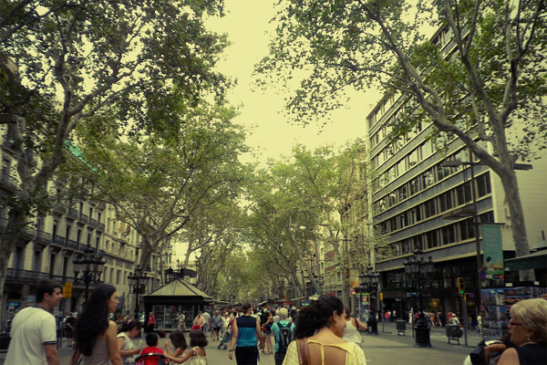 Wardrobeblock : Spain Barcelona Catalonia Catalunya Las Ramblas Crowds Shopping
