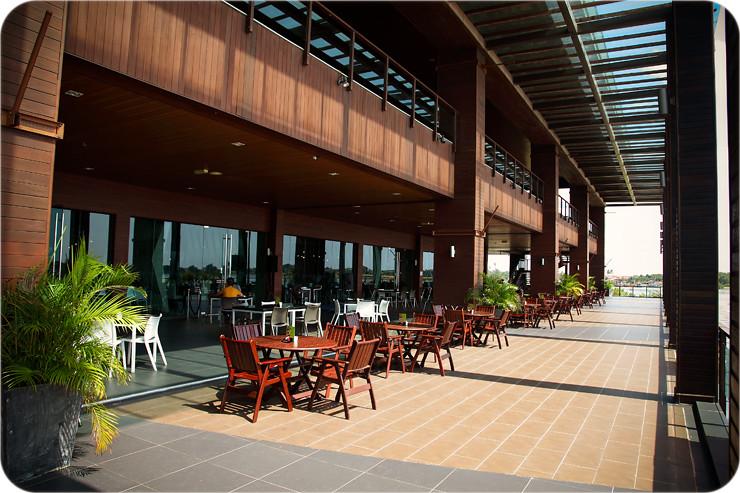 Ri-Yaz verandah-restaurant