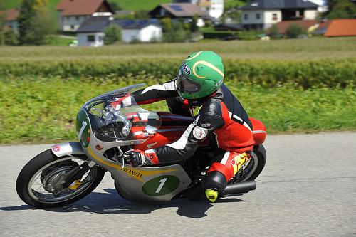 Bruno Kneubühler Honda 250 RC162R 1962 motorcycle racer Oldtimer Grand Prix 2012 Schwanenstadt Austria Copyright B. Egger :: eu-moto images 1154