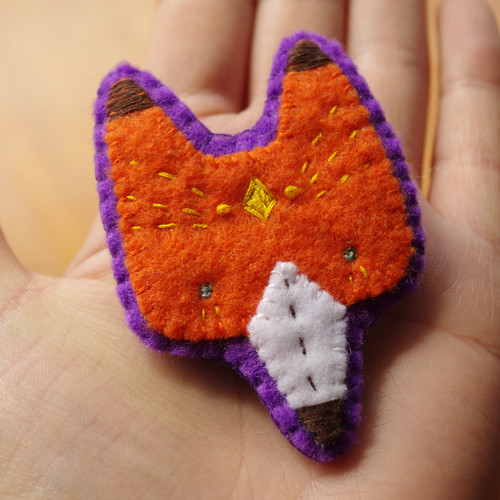 brooch_mrfoxpurple01