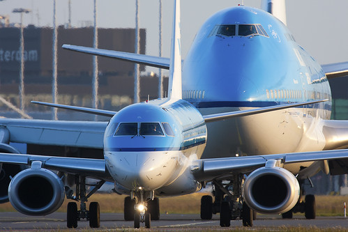 KLM Embraer 190 chased by Boeing 747