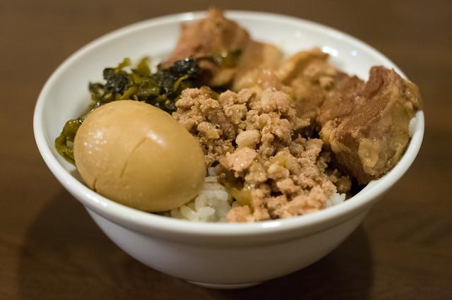 秀味園 魯肉飯