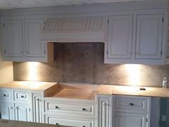 floor(0.0), cuisine classique(0.0), granite(0.0), kitchen(1.0), countertop(1.0), wood(1.0), room(1.0), hardwood(1.0), cabinetry(1.0),