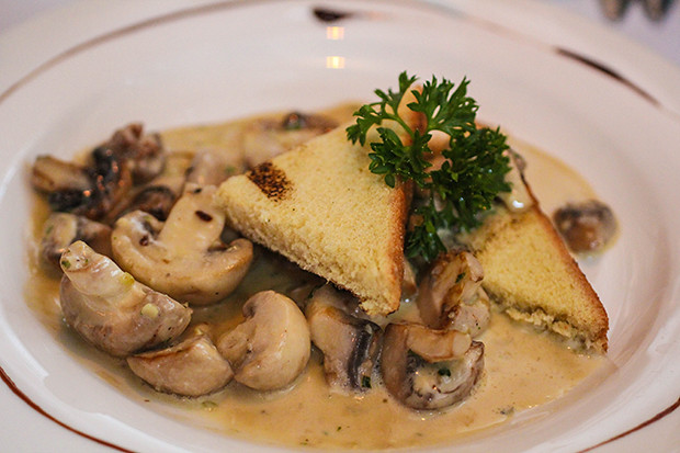 Toast brioche aux Champignons a l ail, Brasserie Belge, Sarasota, FL