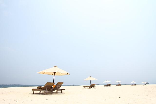 Nikoi Island: Beach
