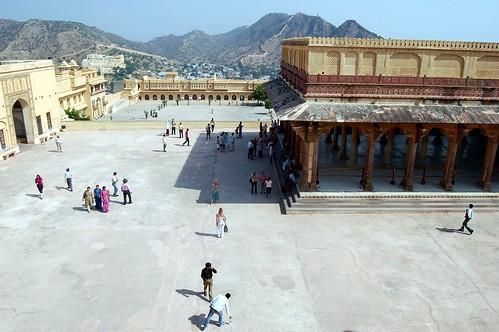 Der Vorhof des Palasts mit der öffentlichen Audienzhalle. Hier fotografieren sich Touristen.