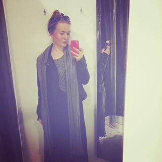 Näytin kuulemma PITKÄLTÄ tuona päivänä, maksihame on hyvä hämäytys!!!! #longerthanever #bluff #meitsi #sovituskoppi #outfit #maxiskirt