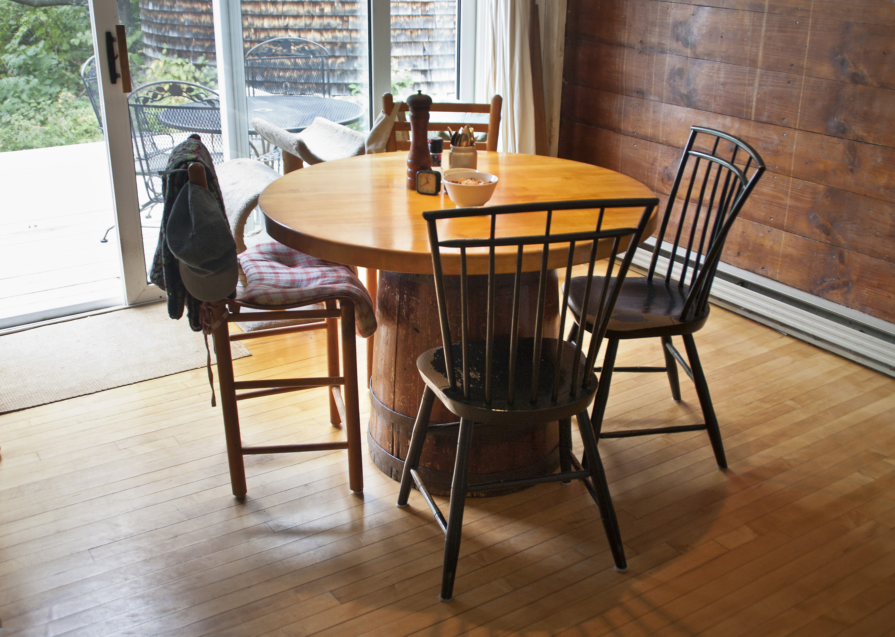 Barrel Kitchen Table And Chairs