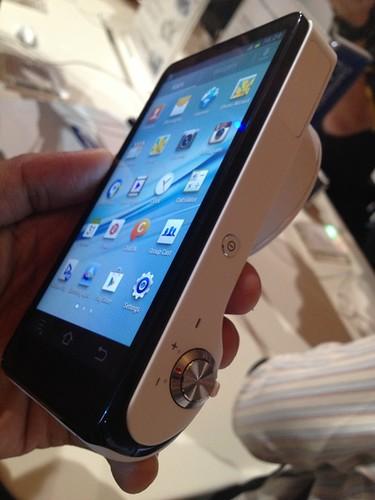 Bagian atas dan layar Samsung Galaxy Camera
