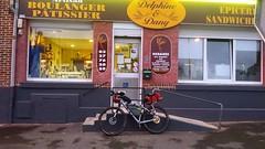 Petit dejeuner.    #cobbles #parisroubaix #pavees #vitaminC #cycling #mtb #mtb  #bikepacking #endurance #adventure #racetotherock #adelaide #ayersrock #uluru #australia