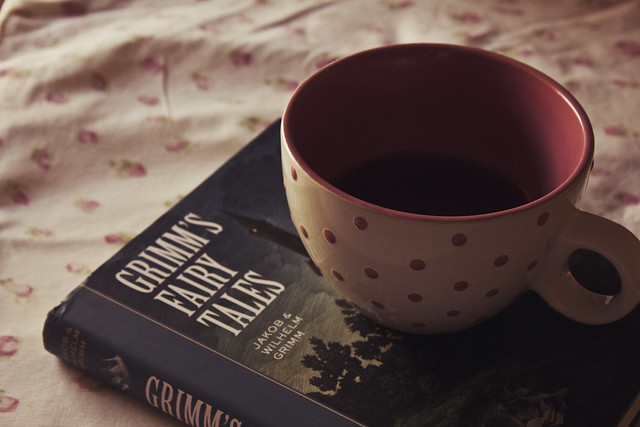 παραμυθια και ζεστη κουπα καφε.